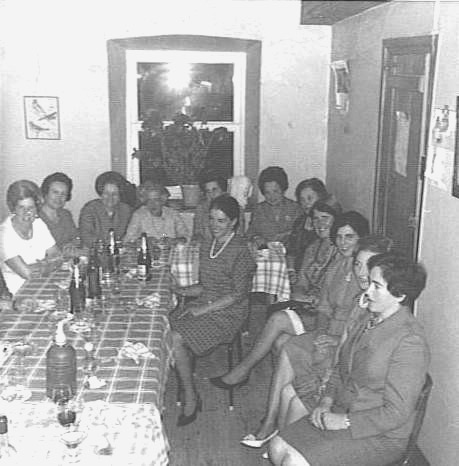 20060418154229-senoras-castropol-1967.jpg