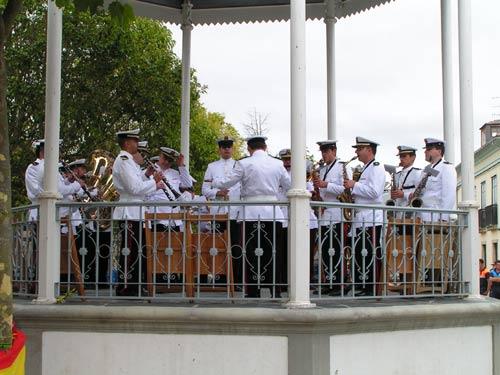 20110725113830-banda-militar.jpg