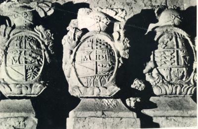 20110509111813-escudos-palacio-de-la-marquesa002.jpg
