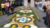 Las alfombras florales de Castropol atraen a cientos de visitantes a la villa
